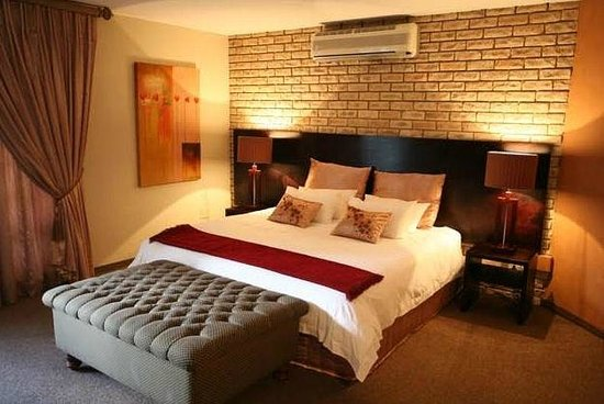 Vanderbijlpark, Jihoafrická republika: Waterfront Country Lodge Luxury Rooms at Affordable Prices