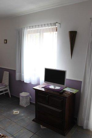 Hotel Quinto Sol : ТВ