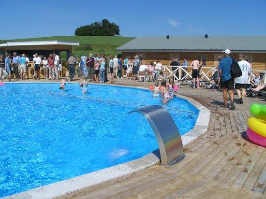 Feriecenter og Camping Samso: Swimmingpool m. 2 dybder, 140 cm og 40 cm, GRATIS at benytte