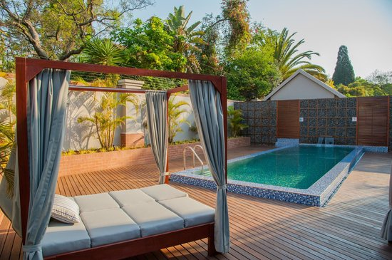 Menlyn Boutique Hotel: Heated Swimming Pool