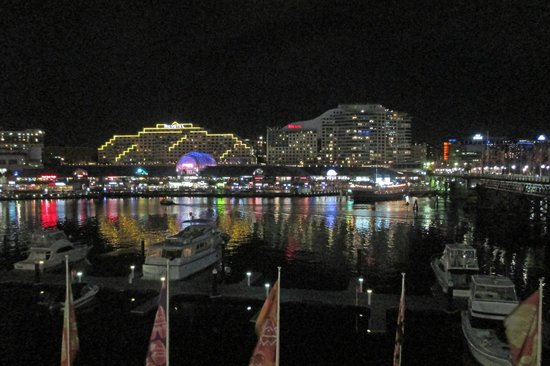 Ibis Sydney Darling Harbour: Ibis Hotel and Darling Harbour