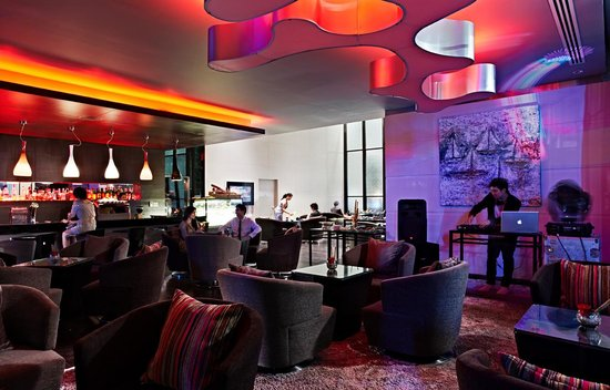 Dee Lounge and Beer Garden Novotel Bangkok Ploenchit Sukhumvit