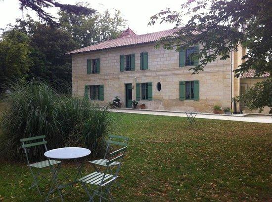Le Clos Du Prince : La maison vue depuis le parc