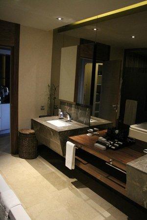 Maxx Royal Belek Golf Resort : Salle de bain superbe et produits haut de gamme