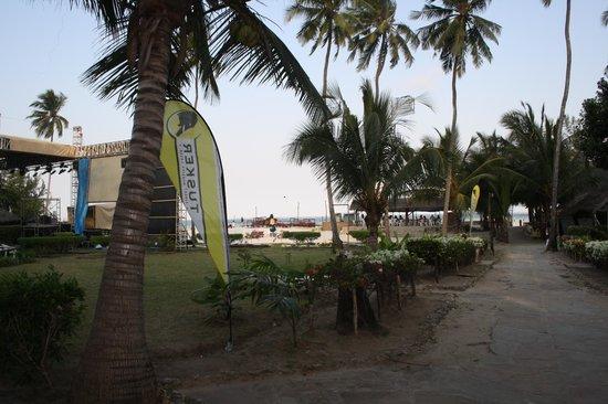 Big Tree Beach Hotel Mombasa Kenya: Gång vägen till rummet