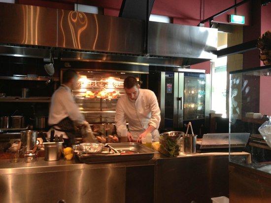 Bar-Roque Grill: open kitchen