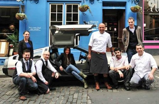 Maison Bleue : the team (at your service)