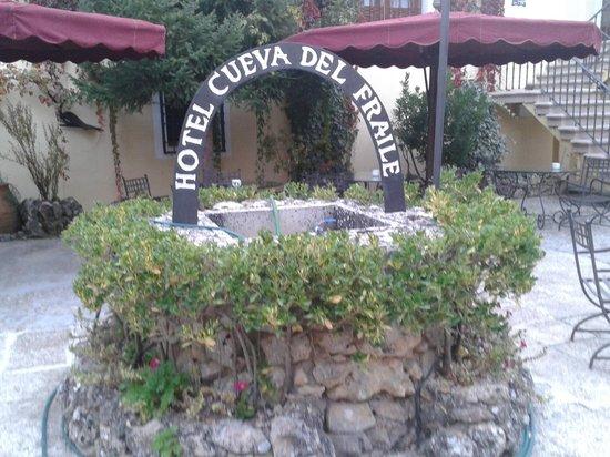 Cueva Del Fraile: patio interior
