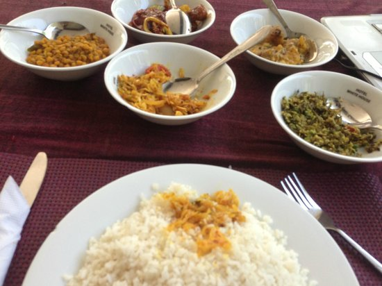 Hotel White House: Deviled Chicken cury and Rice Rs200