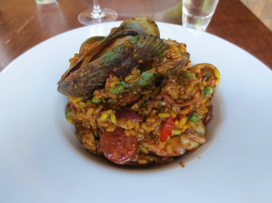 Phil's Place Restaurant: Paella