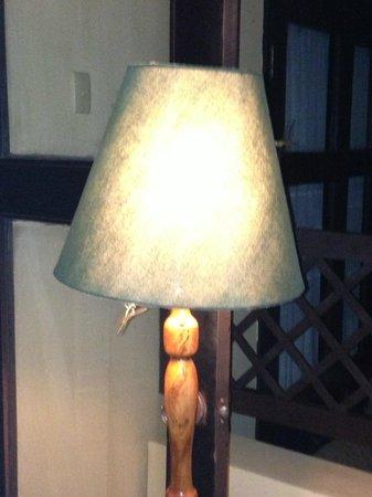 Centara Sandy Beach Resort Danang: Lamp inside room
