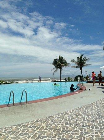 Centara Sandy Beach Resort Danang: swimming pool