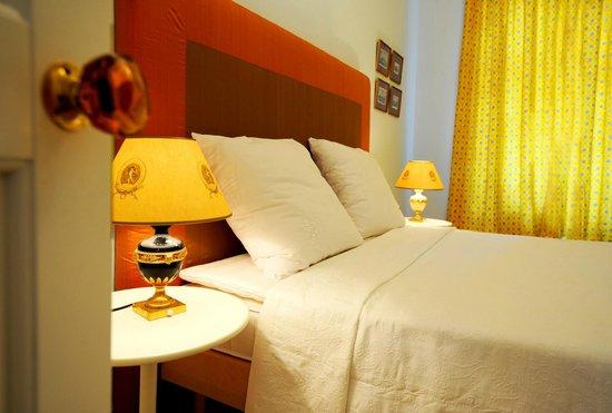 Crystal Suites : Deluxe Apartment - Bedroom
