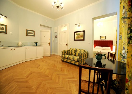 Crystal Suites : Exclusive Apartment - Kitchenette / Living room / Bedroom