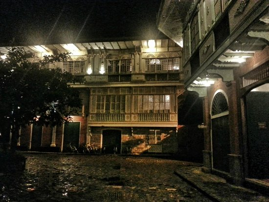 Las Casas Filipinas de Acuzar: Casa Byzantina at Night