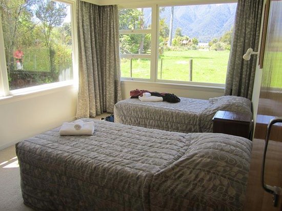 Mount Cook View Motel : Cottage 3 bed separate bedroom