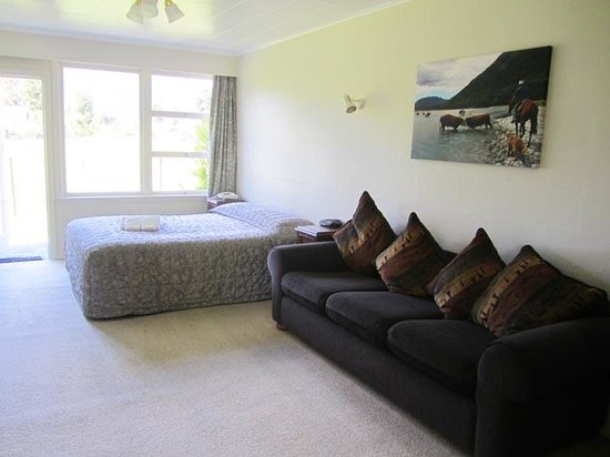 ماونت كوك فيو موتل: Cottage main bedroom