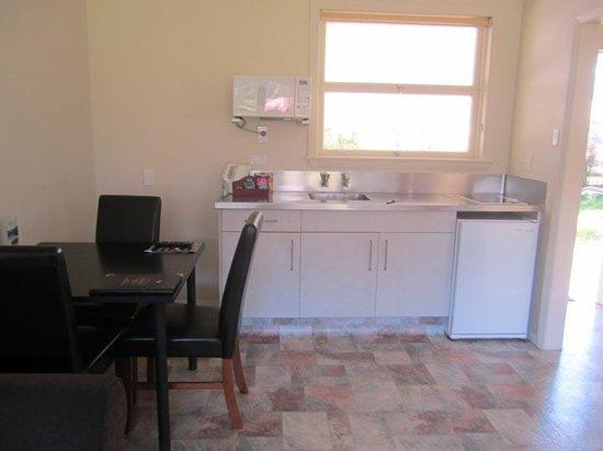 Mount Cook View Motel : Cottage kitchenette