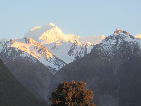 Mount Cook View Motel : Evening view of Mt Cook