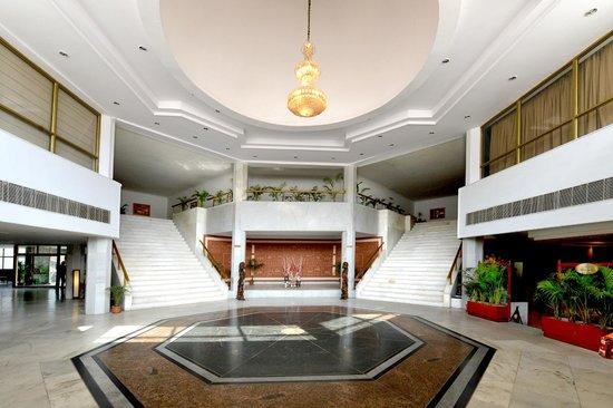 Hotel Rajhans : Hotel & grounds