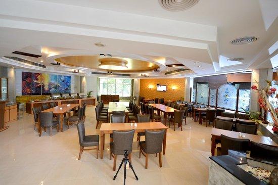 Hotel Rajhans: Dining