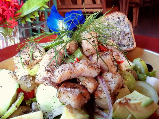 Sweet Sisters Cafe: pear and olives salad with fish