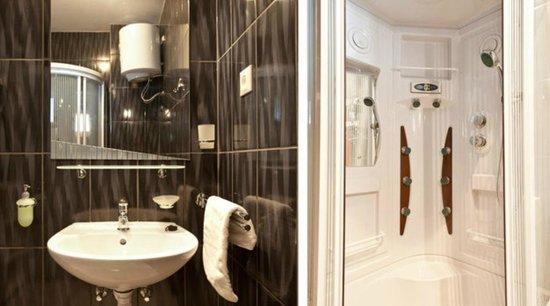Apartments Aura: Bathroom