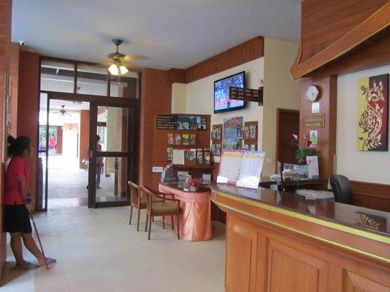 Phuket Chaba Hotel: ресепшен