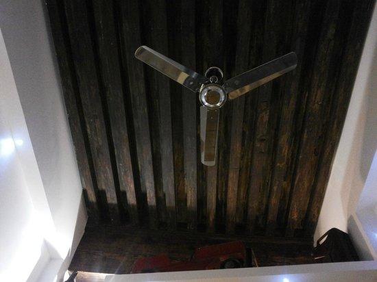 Le Boulevardier : le plafons de la chambre, magnifique