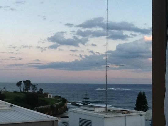 Coogee Sands Hotel & Apartments: View from the desk