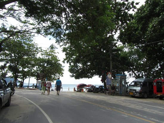 Phuket Chaba Hotel: пляж