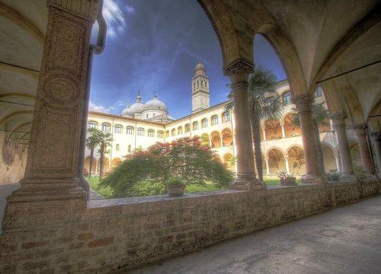 Basilica di Santa Giustina: Chiostro antico