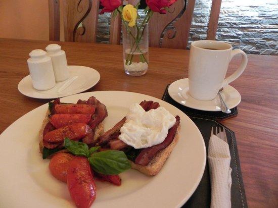 Breakfast at Fifi's.