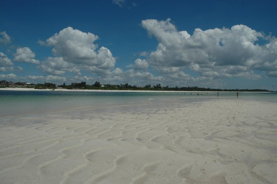Garoda Resort: Spiaggia by sea