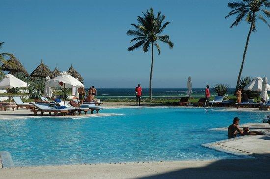 Garoda Resort: Piscina