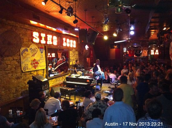 Pete's Dueling Piano Bar: Fun place to be