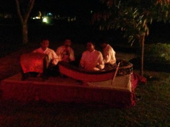 Raffles Grand Hotel d'Angkor: Cambodian musicians
