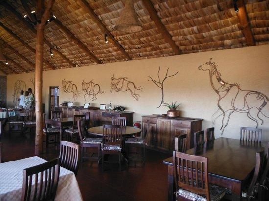Ndutu Safari Lodge : La salle du restaurant