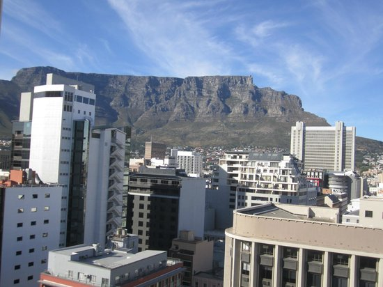 Strand Tower Hotel : Excellent view of Table mountain from Top floor