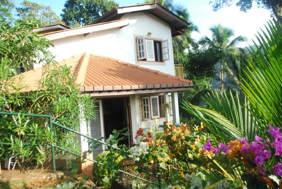 Sujatha's Homestay: View of home and garden