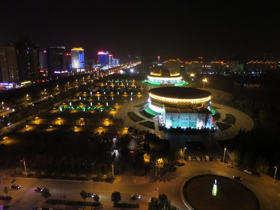 Yaxiang Jinling Hotel Luoyang : 部屋からの夜景