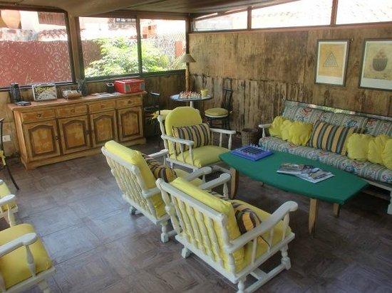 Hotel El Refugio: Sala de estar en la piscina