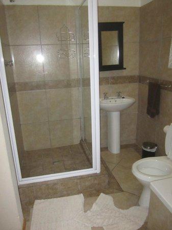 JayBay House: Shower area in Bath