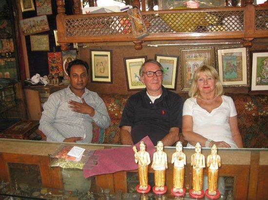Ganesh Handicrafts : The ownner Mahesh and us !!