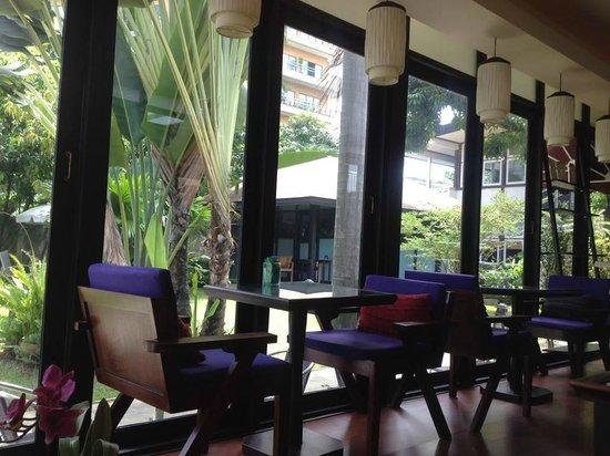 Long Black Cafe: Inside café