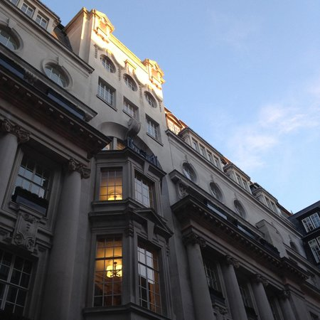 Rosewood London - Morning sun in the Courtyard