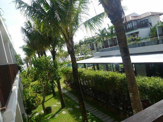 Vinh Hung Emerald Resort: a