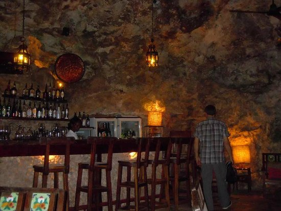 Ali Barbour's Cave Restaurant : Le bar