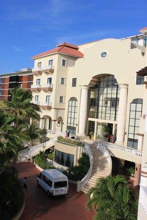 NYX Hotel Cancun: Главный вход
