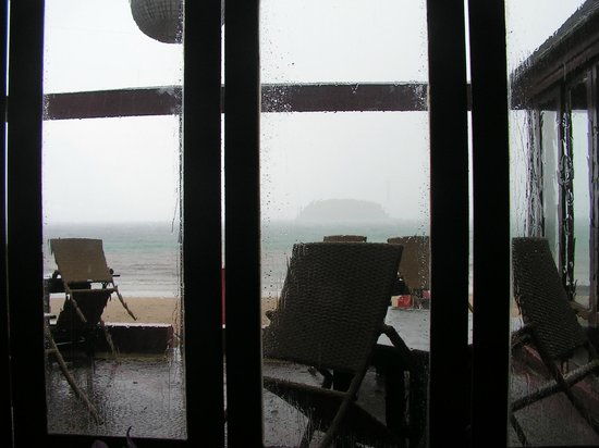 The Boathouse Wine & Grill: Прекрасный вид испортил дождь